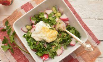 Овощной салат весенний с редисом и свежим огурцом