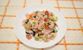 Итальянский рисовый салат с тунцом