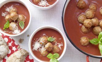 Суп из томатов с фрикадельками