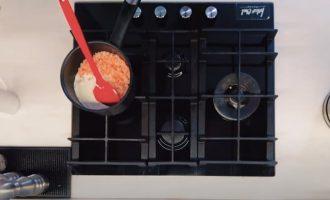 Кальмар, фаршированный сливочным соусом и креветками «По-Ивлевски»