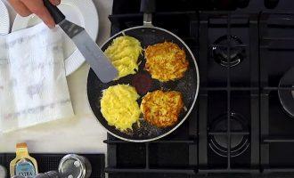 Драники картофельные жареные на сковороде «По-Ивлевски»