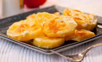 Готовый картофель из духовки